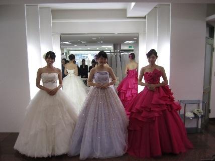 61be7515b7787 ドレス試着のあとは、白無垢姿の花嫁のお支度の様子を見学させて頂きました!